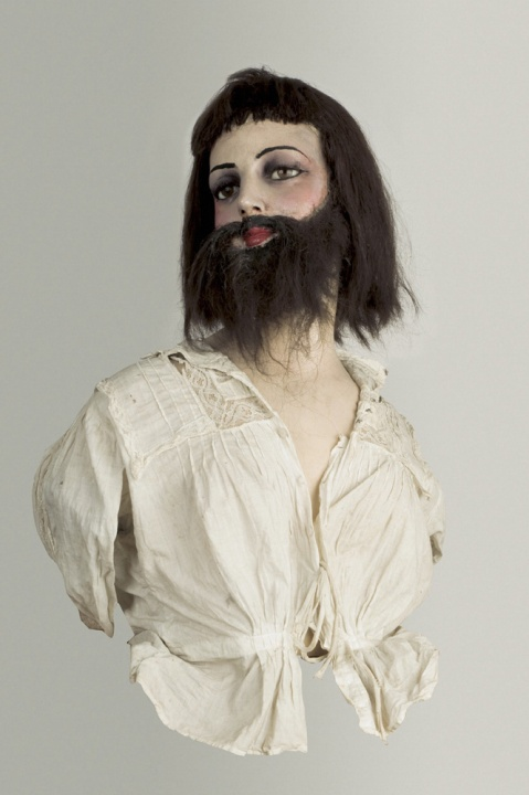 L0051902 Bearded Lady